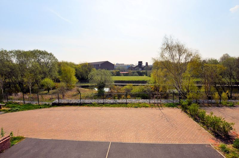 4 bed house for sale in Evered Close 21
