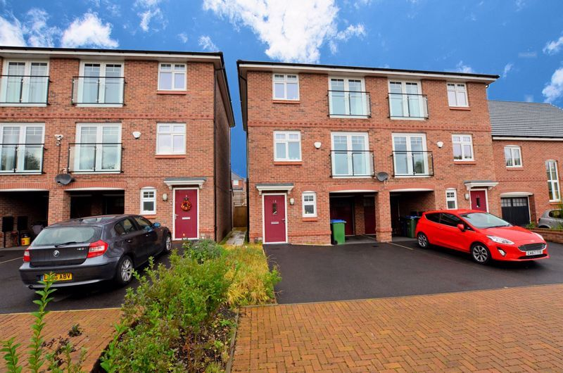 4 bed house for sale in Evered Close 6