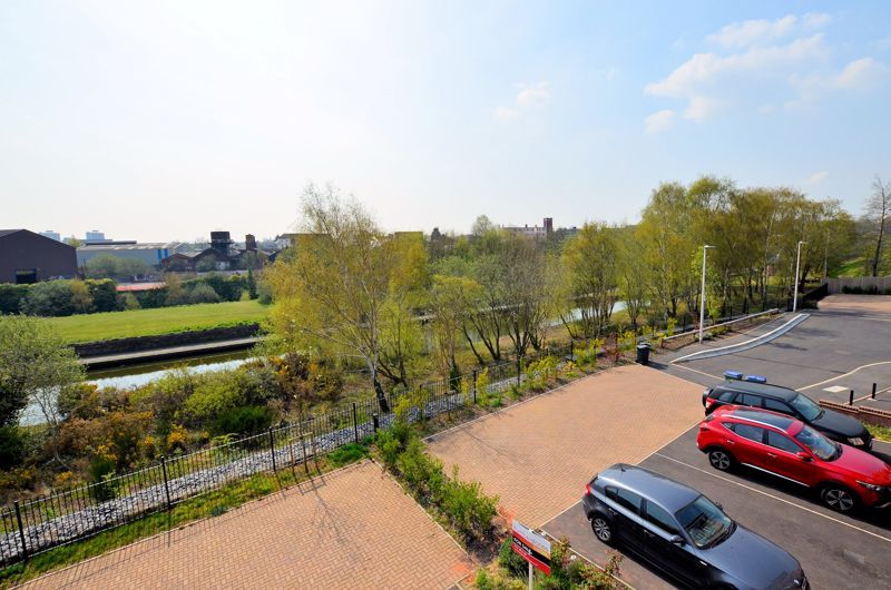 4 bed house for sale in Evered Close 10