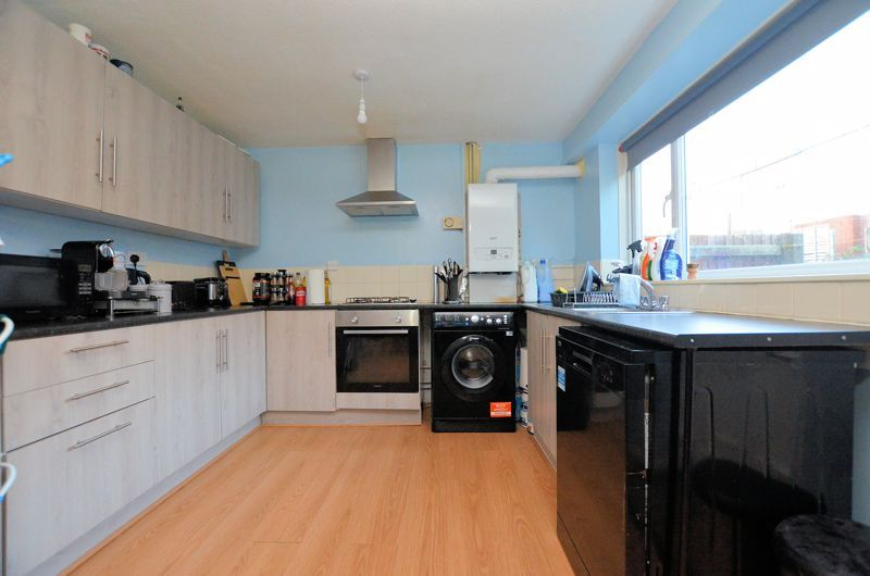 2 bed house for sale in Highfield Lane 3