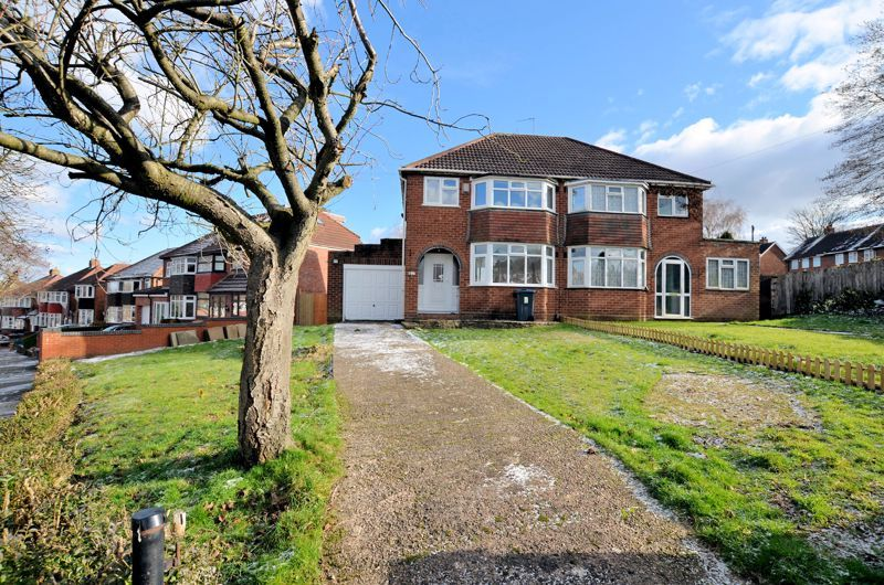 3 bed house for sale in Upper Meadow Road - Property Image 1