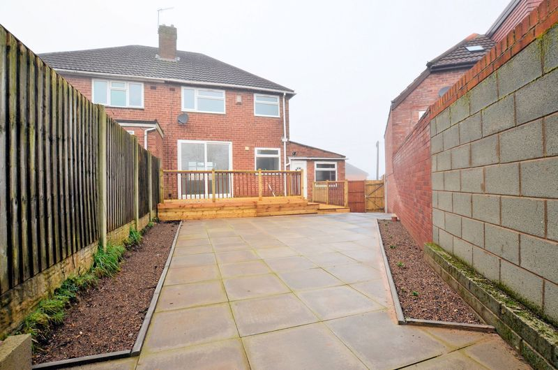 3 bed house for sale in Upper Meadow Road  - Property Image 9