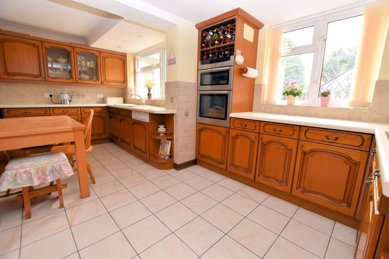 4 bed house for sale in Carters Lane 2