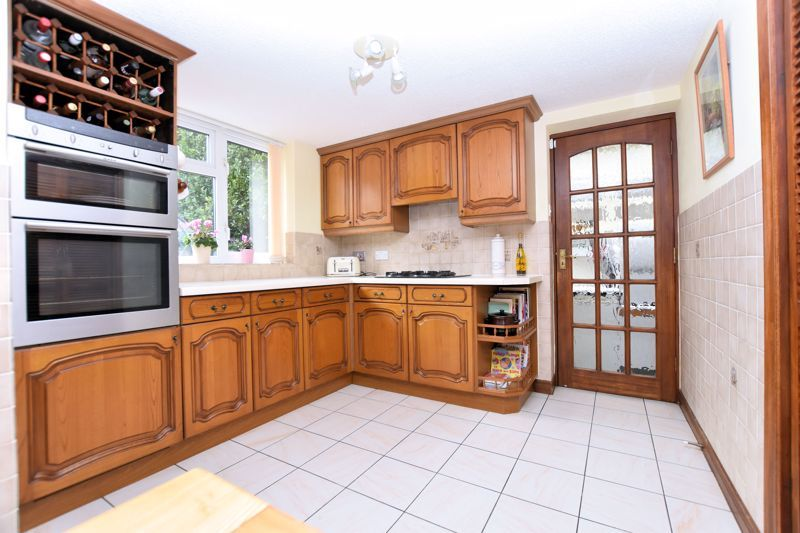4 bed house for sale in Carters Lane 12
