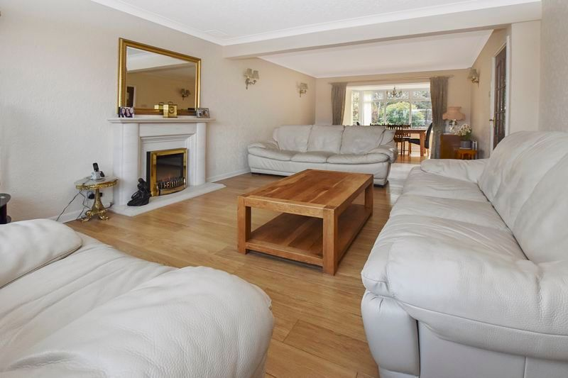 4 bed house for sale in Carters Lane 3