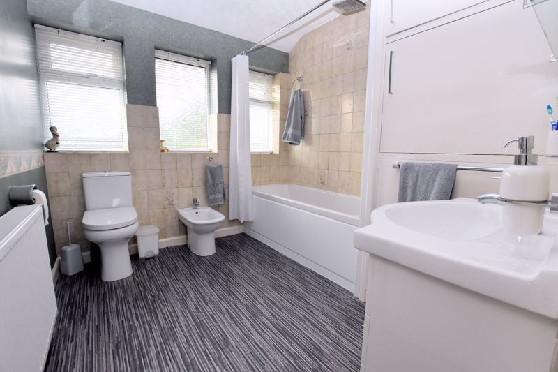 4 bed house for sale in Carters Lane 23