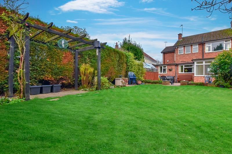 4 bed house for sale in Carters Lane 4