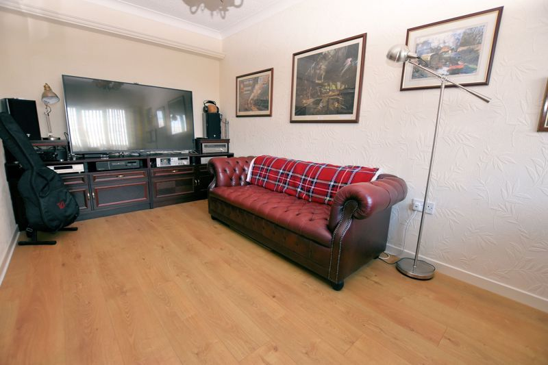 4 bed house for sale in Carters Lane 8