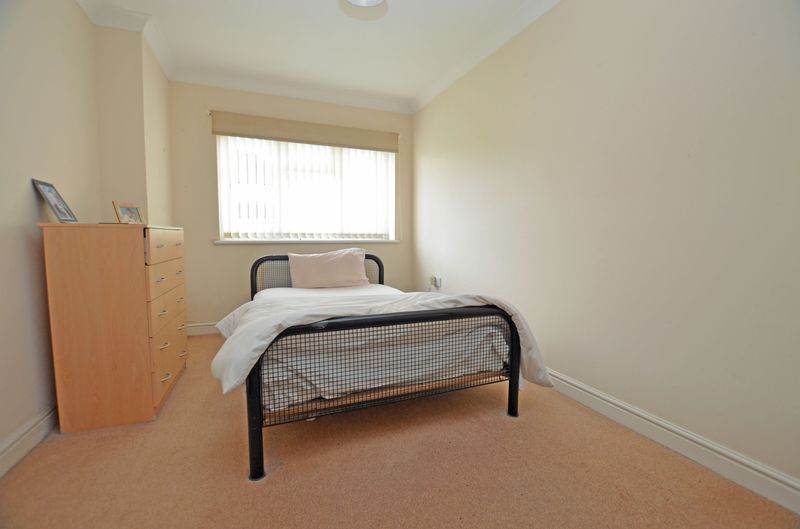 2 bed flat for sale in Apsley Road 5
