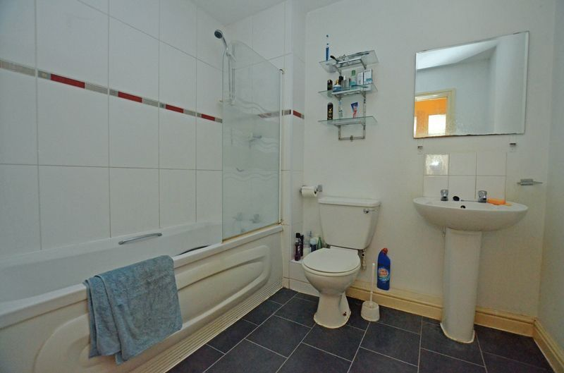2 bed flat for sale in Apsley Road  - Property Image 6