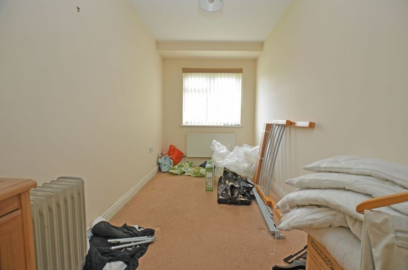 2 bed flat for sale in Apsley Road 7