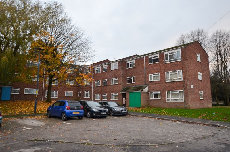 2 bed flat to rent in Clent Way, B32