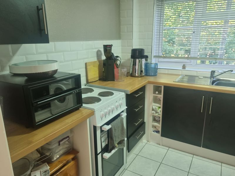 2 bed flat to rent in Clent Way 3
