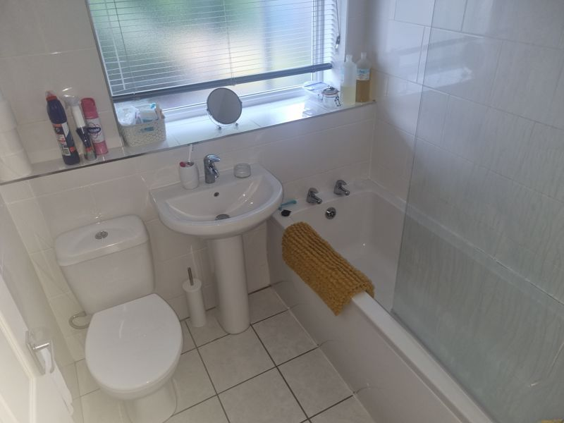 2 bed flat to rent in Clent Way 4