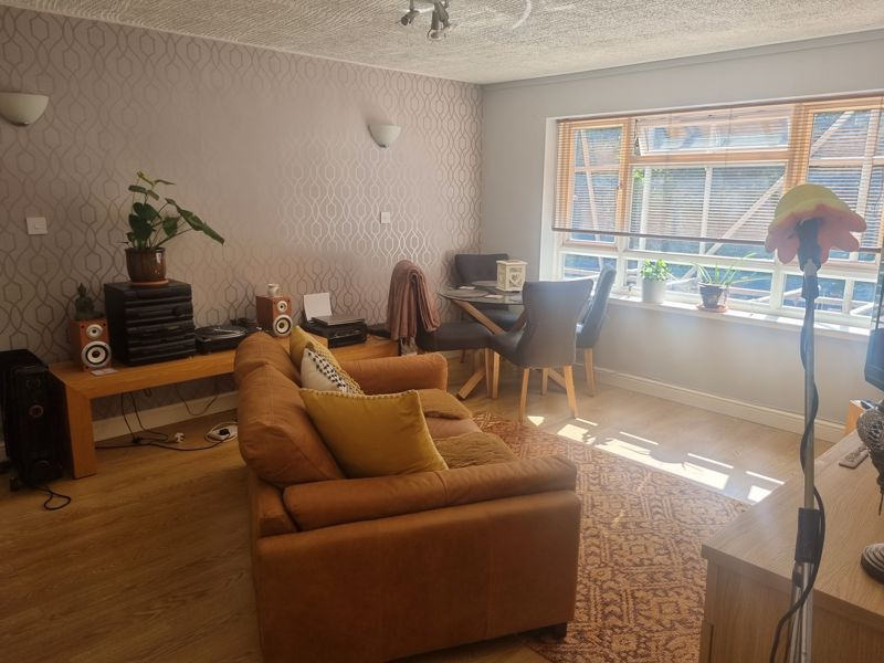 2 bed flat to rent in Clent Way 5
