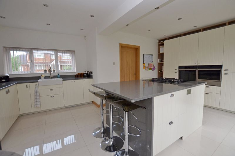 4 bed house for sale in Shire Close 3