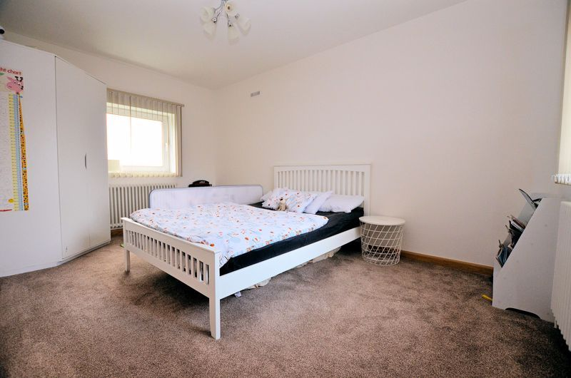 4 bed house for sale in Shire Close  - Property Image 6