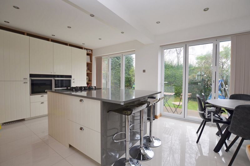 4 bed house for sale in Shire Close 10