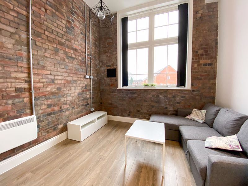 1 bed flat to rent in Crocketts Lane 1