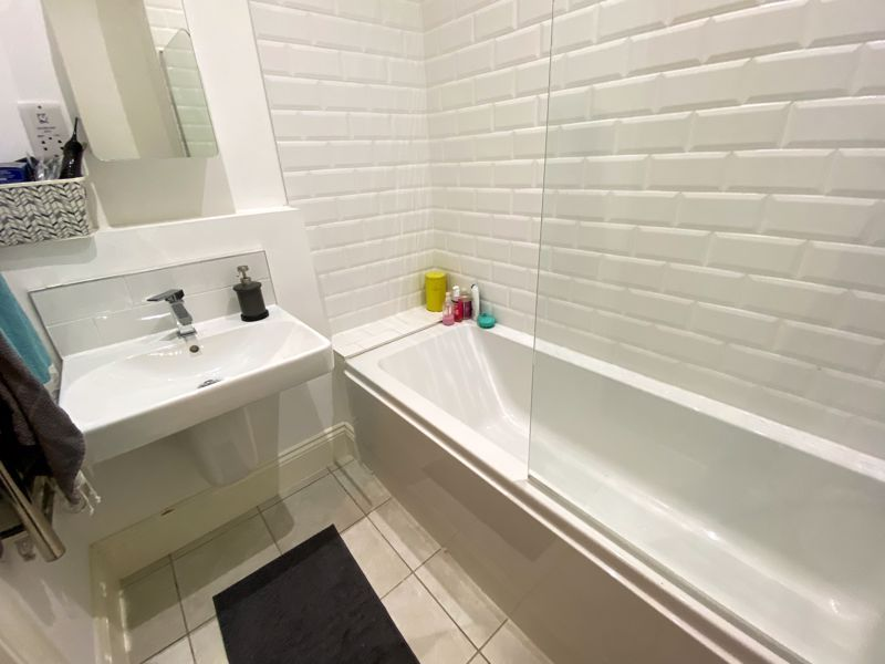1 bed flat to rent in Crocketts Lane 11