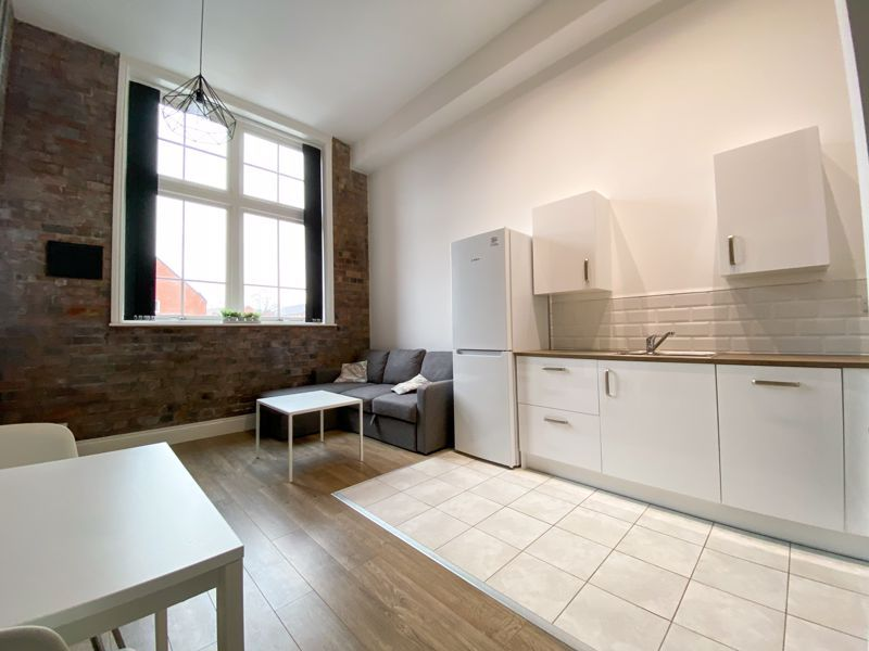 1 bed flat to rent in Crocketts Lane 3