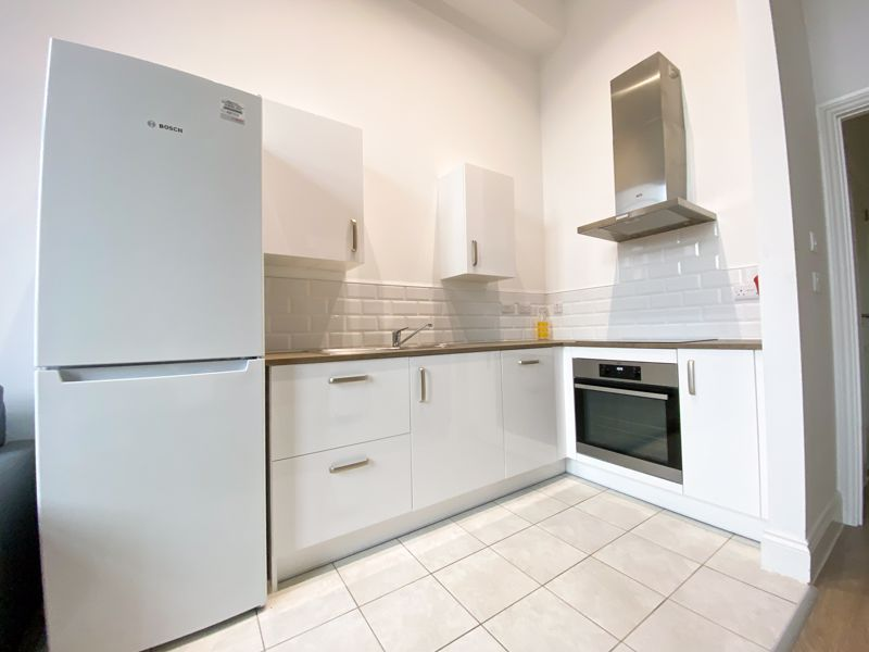 1 bed flat to rent in Crocketts Lane 4