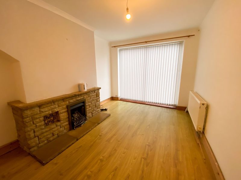 3 bed house to rent in Mayswood Grove 2