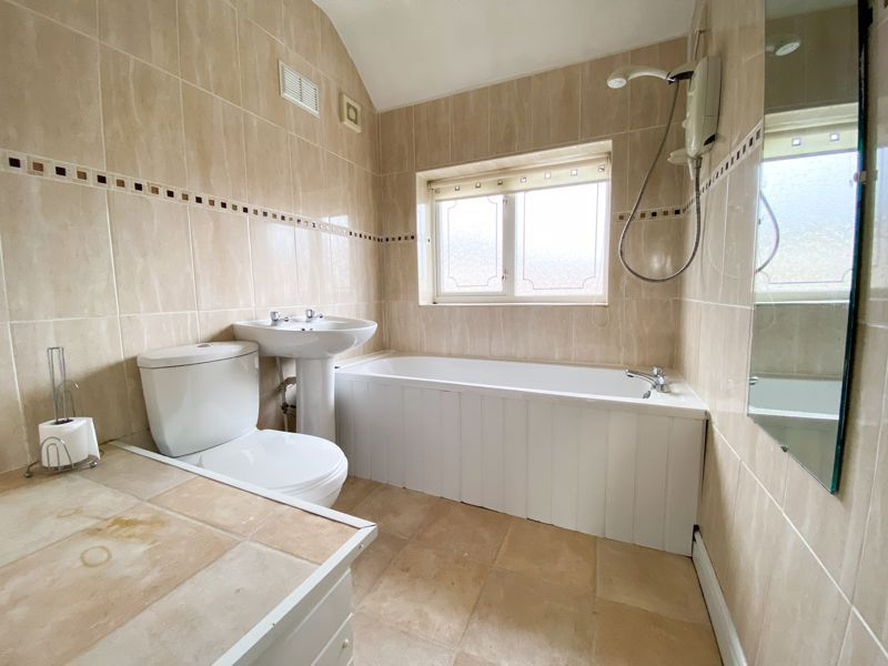 3 bed house to rent in Mayswood Grove 5