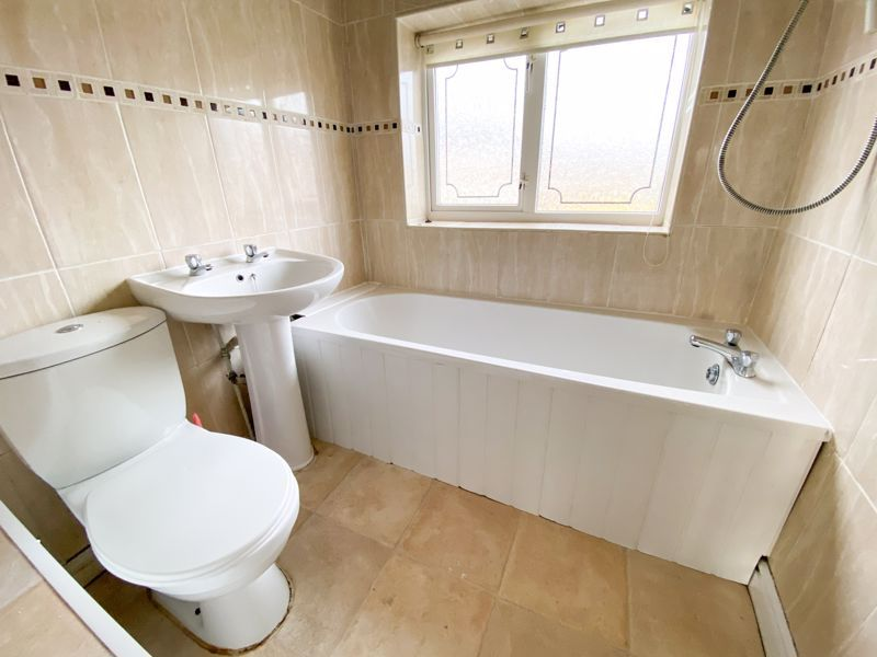3 bed house to rent in Mayswood Grove 10