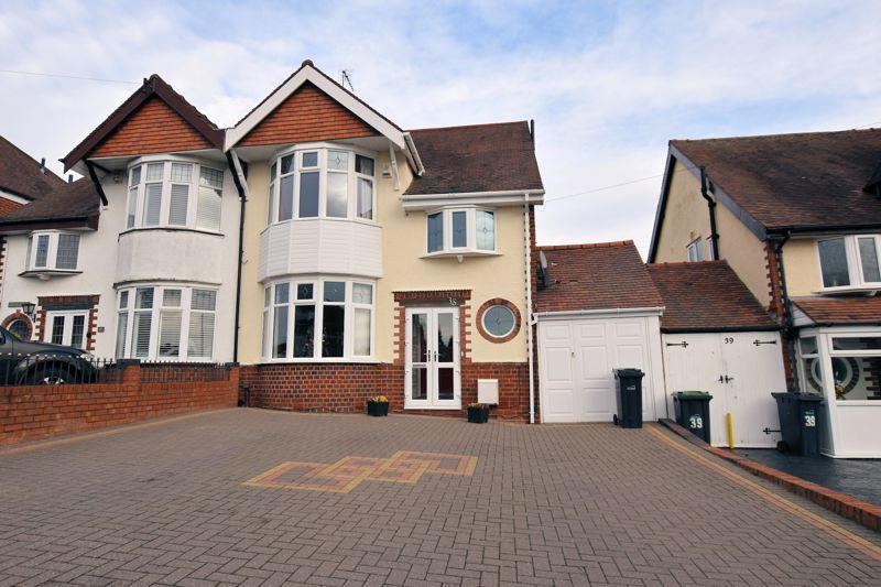 4 bed house for sale in Goodrest Avenue - Property Image 1