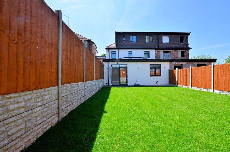 4 bed house for sale in Broadway  - Property Image 11