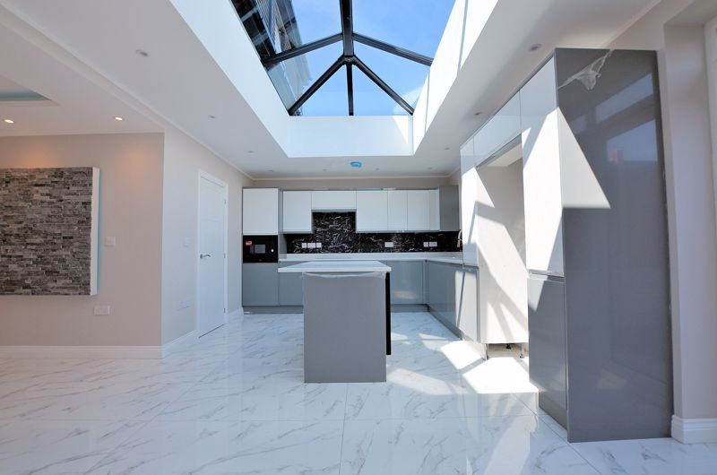 4 bed house for sale in Broadway  - Property Image 13