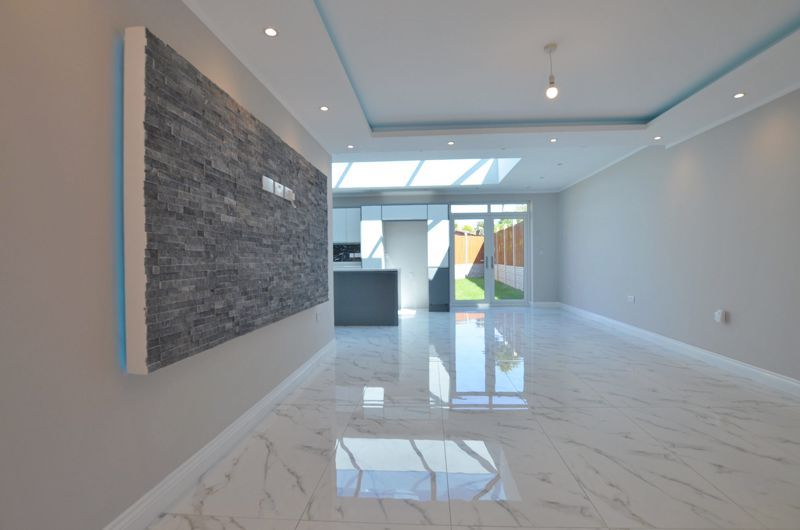 4 bed house for sale in Broadway 14