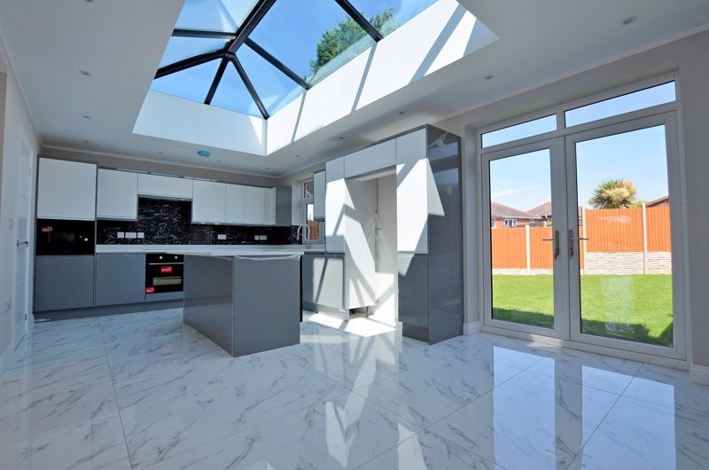 4 bed house for sale in Broadway 3