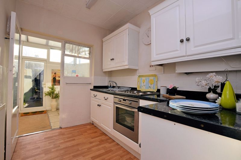 3 bed house for sale in Grayswood Park Road 4