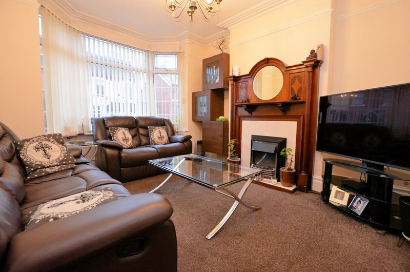 3 bed house for sale in Long Lane  - Property Image 2