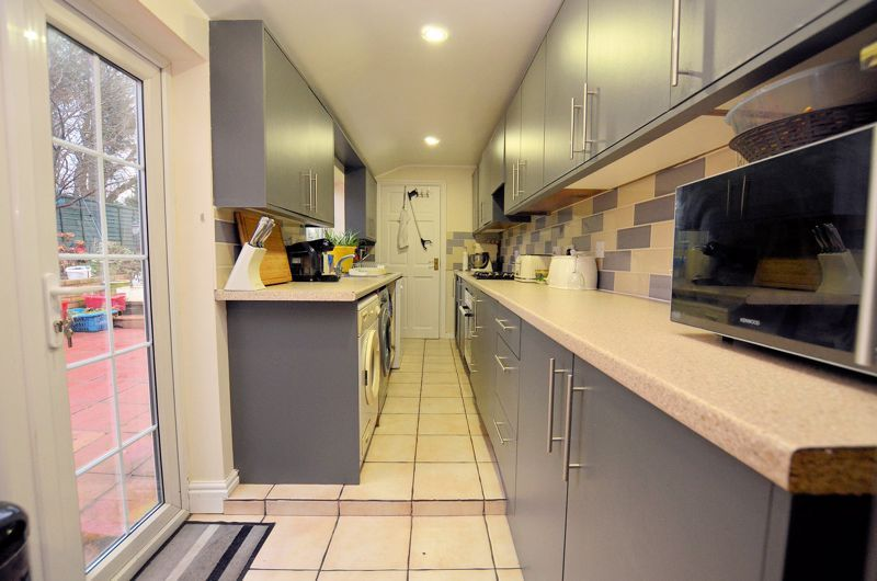 3 bed house for sale in Long Lane 4