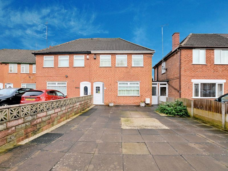 3 bed house for sale in Lunt Grove  - Property Image 1