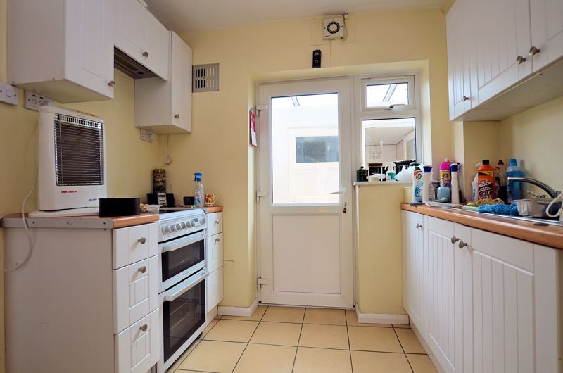 3 bed house for sale in Fleming Road  - Property Image 7