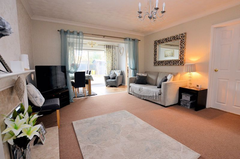 3 bed house for sale in Tay Grove 2