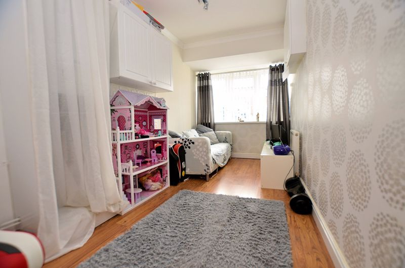 3 bed house for sale in Tay Grove 11