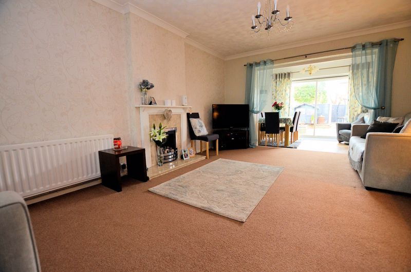 3 bed house for sale in Tay Grove 12