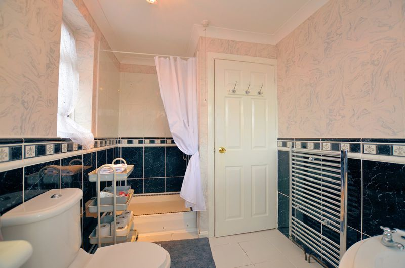 3 bed house for sale in Tay Grove 15