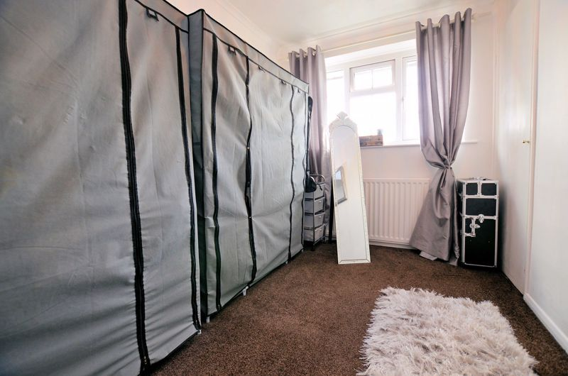 3 bed house for sale in Tay Grove 16