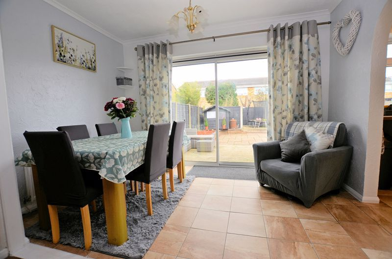 3 bed house for sale in Tay Grove 3