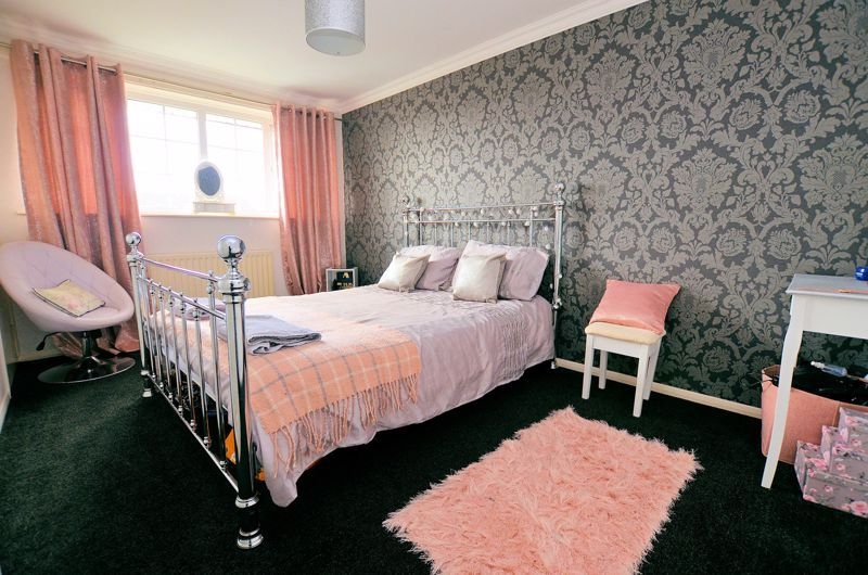 3 bed house for sale in Tay Grove 5
