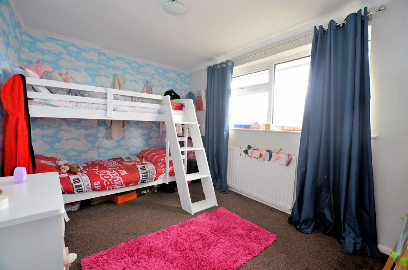 3 bed house for sale in Tay Grove 6