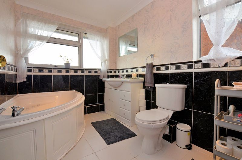 3 bed house for sale in Tay Grove 7
