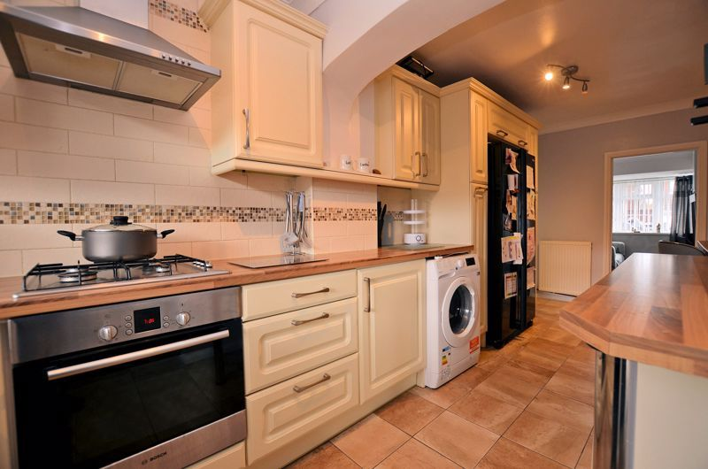 3 bed house for sale in Tay Grove 10