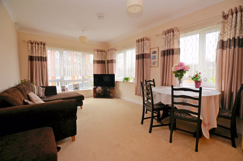 2 bed  for sale in Queensridge Court, Queensway  - Property Image 2